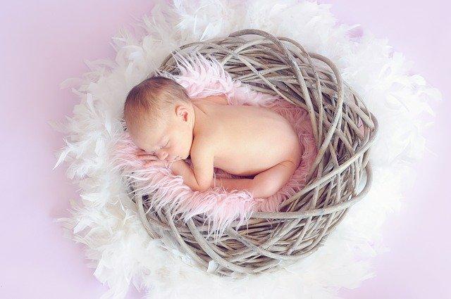 baby 784608 640 - Was sind die Vorteile von Babypuder für die Haut?